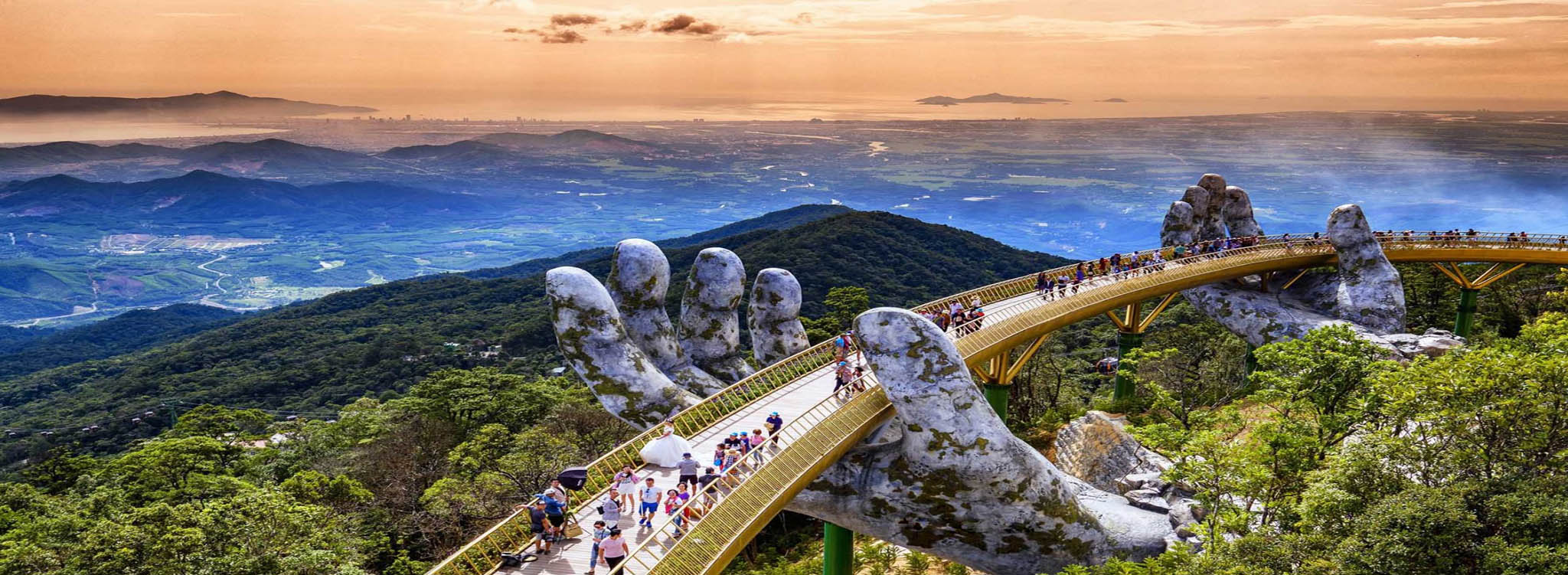 4 Days Da Nang - Golden Bridge - Hoi An Ancient Town Package Tour.