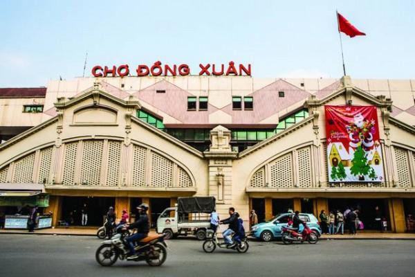 Dong Xuan Market, a busy trade center in Hanoi