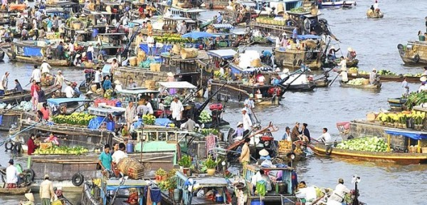 Floating markets – the outstanding in Mekong Delta