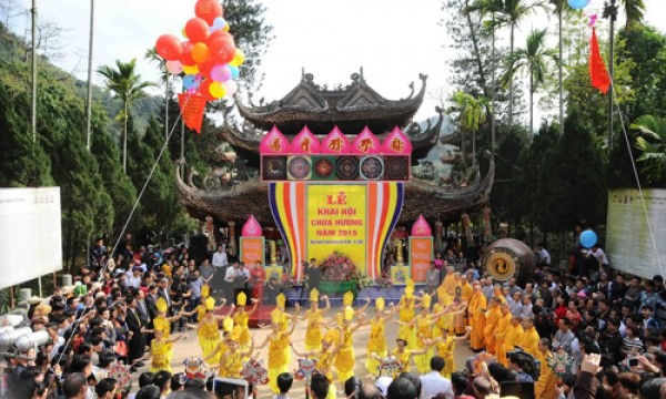 Huong Pagoda Festival, lost in a world of fairies