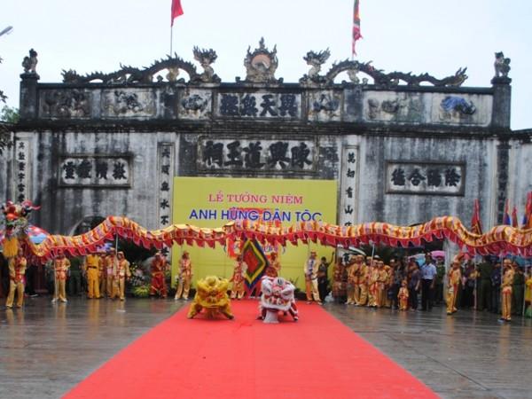 Kiep Bac Temple Festival