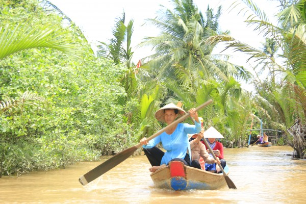 5 Day Ho Chi Minh - Cu Chi Tunnel - Cao Dai Temple - Mekong Delta Package Tour.