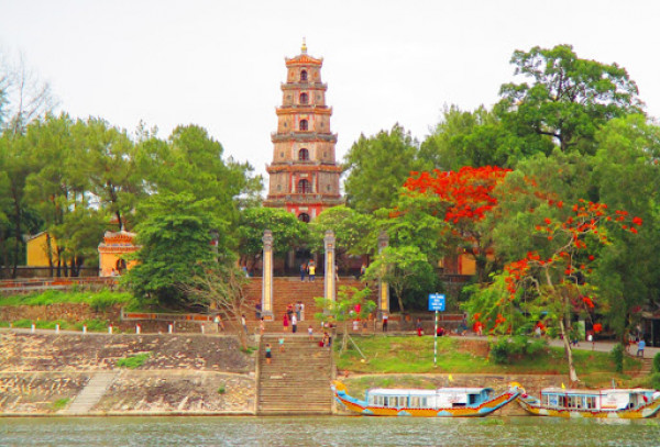 chan-may-port-hue-imperial-city-tour