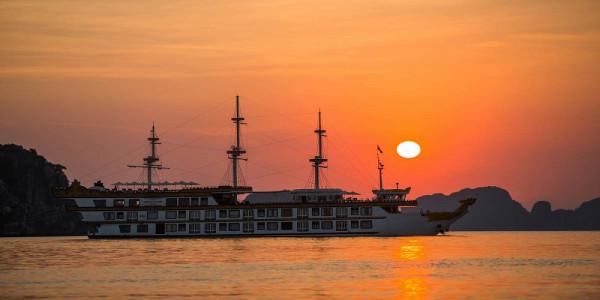 ha-long-bay-tour-on-dragon-legend-5-cruise