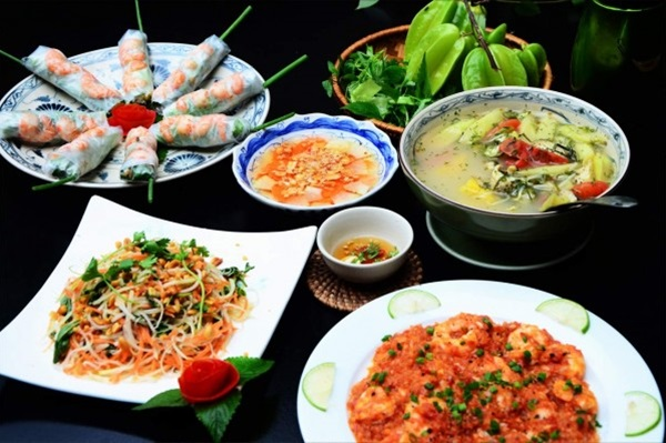 MAKE TYPICAL VIETNAMESE FOOD CLASS