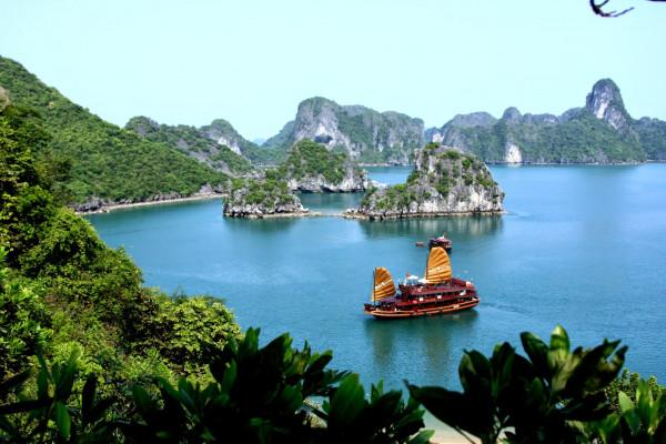 ha-long-bay-on-golden-lotus-premium-cruise-4-3d2n-tour